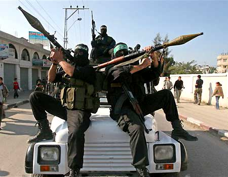 http://autone.files.wordpress.com/2006/12/1215061515_m_121506_gaza_militants.jpg