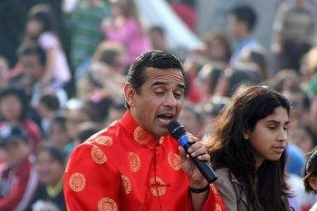 Villar singing 2