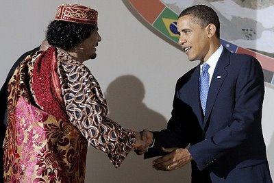 Muammar al-Gaddafi and Barack Obama shake hands